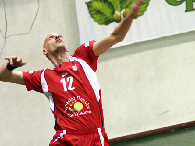بازیکن سابق آذرپیام اورمیه به عنوان کمکمربی تیم ملی ب انتخاب شد