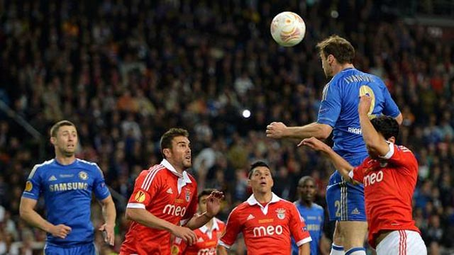 int_130515_Chelsea_wins_Europa_with_header