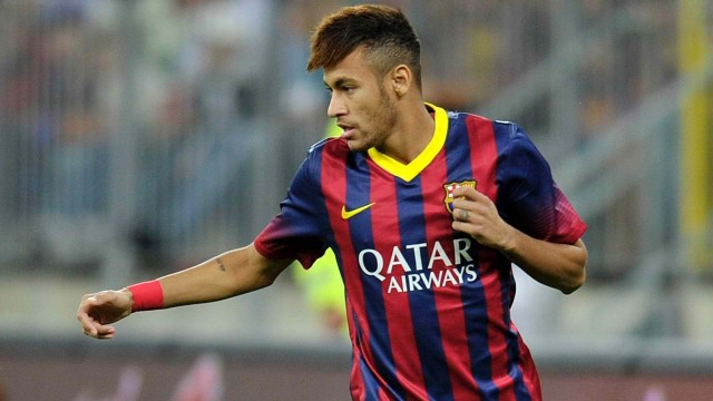 neymar-playing-with-the-new-barcelona-kit-2013-2014