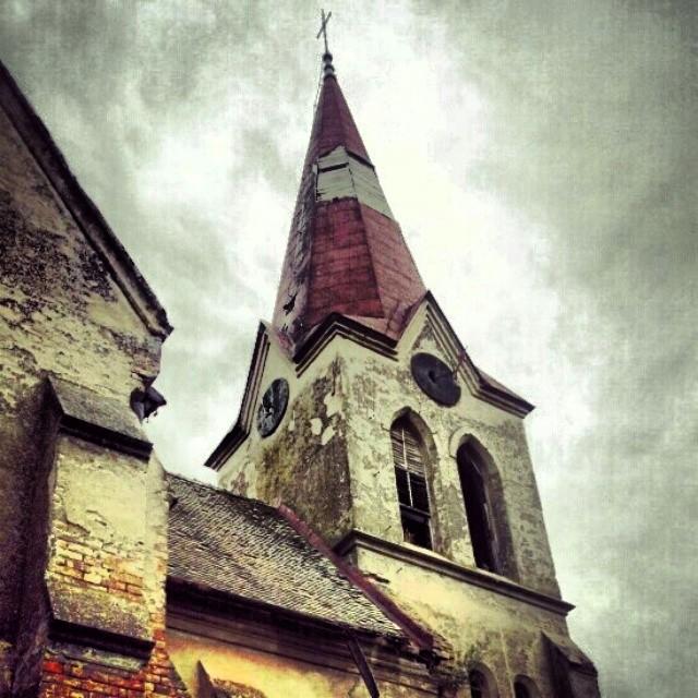 Napuštena katolička crkva u selu Putinci