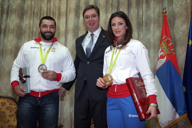 Asmir Kolašinac i Ivana Španović sa premijerom Aleksandrom Vučićem