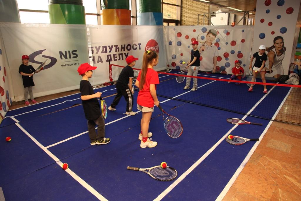 Druzenje srpskih teniserki sa mladim teniskim talentima na Fed kupu 4